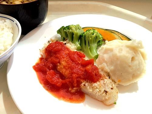 今日の社食は舌平目のパン粉焼き。520円。