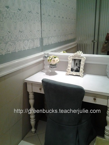 Bathroom vanity corner
