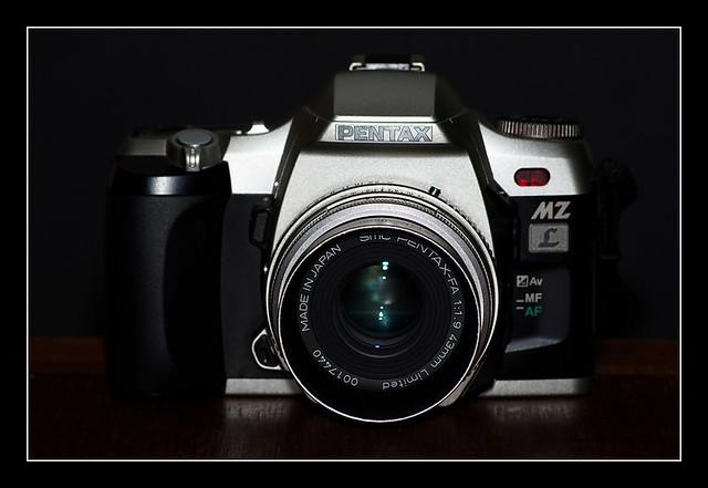 Pentax MZ-L with SMC Pentax-FA 43/1.9 Ltd.