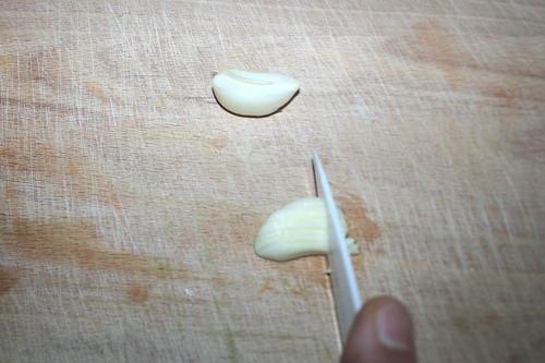22 - Knoblauch zerkleinern / Mince garlic