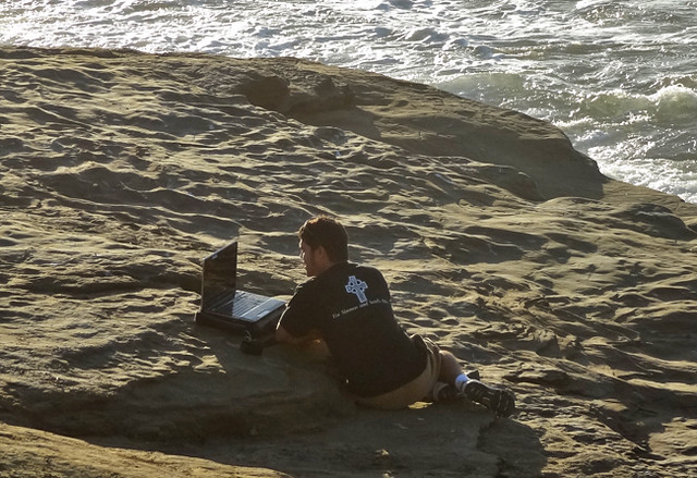 beach-laptop
