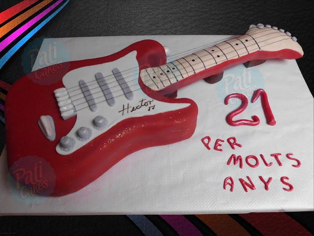 Pastel con forma de guitarra - Imagui