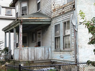 a deteriorating home in the TNT (c2012 FK Benfield)