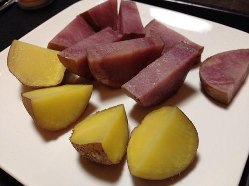 川西町産のピンク色の「ジャガイモ2種」を食べ比べ