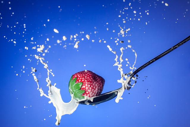 Strawberry / Spoon / Milk