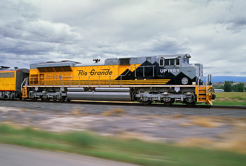 railroad blur up train austin colorado co unionpacific riogrande passengertrain emd sd70ace heritagelocomotive operationlifesavertrain no1989 pacingphoto northforksubdivision