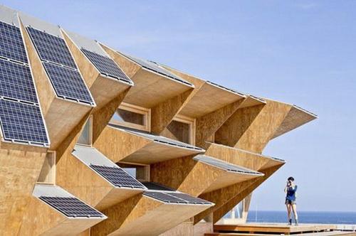 Solar House 2.0 - дом с солнечными батареями за две недели (Видео)
