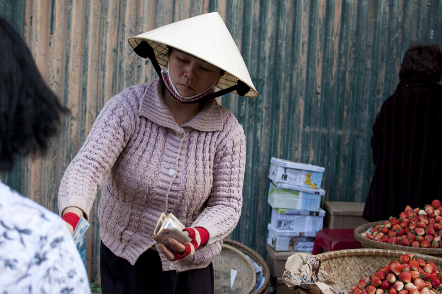Vietnam Da Lat market strawberry