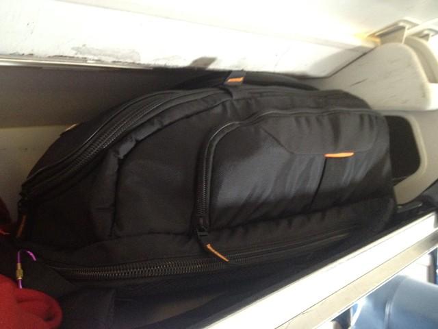 Case logic slrc206 case fits overhead bin of regional jet