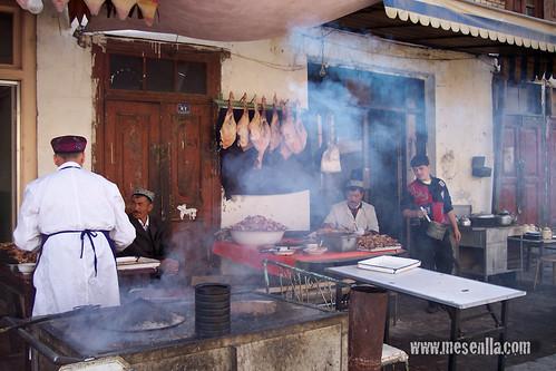 Restaurante humeante en el casco antiguo