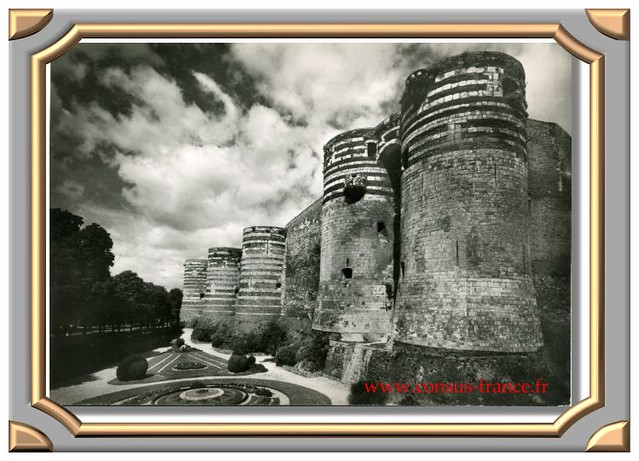 ANGERS (Maine et Loire) Le Château (XIIe siècle) Tours au Sud-Ouest -70-150
