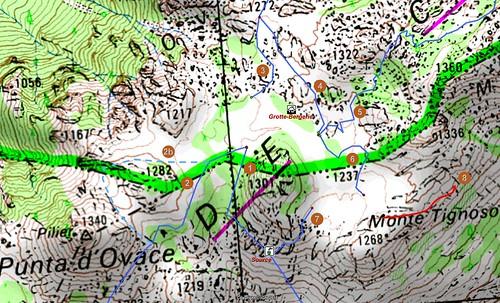 Carte détaillée de la plaine d'Uovacce en Cagna avec les départs de traces cairnées et les points remarquables