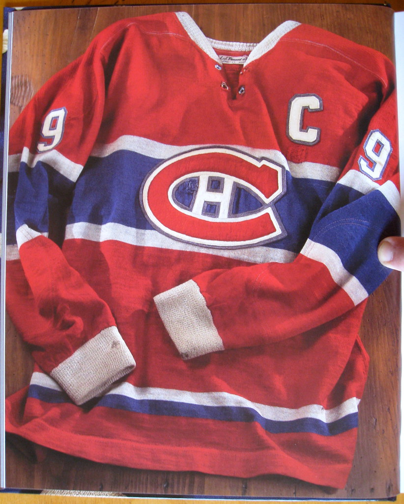 I love how old hockey jerseys used to have contrasting sweater-style cuffs. 58bccd736