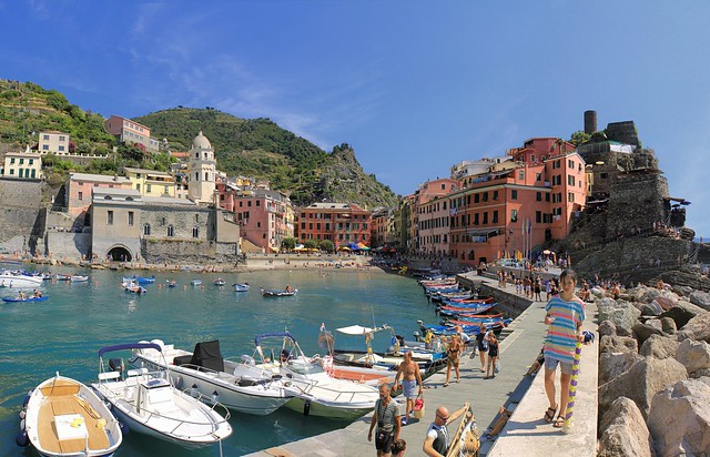 Samantha brings her parasol on a hot summer day in Vernazza