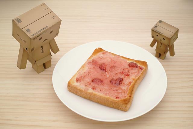 20121009_01_Strawberry jam toast