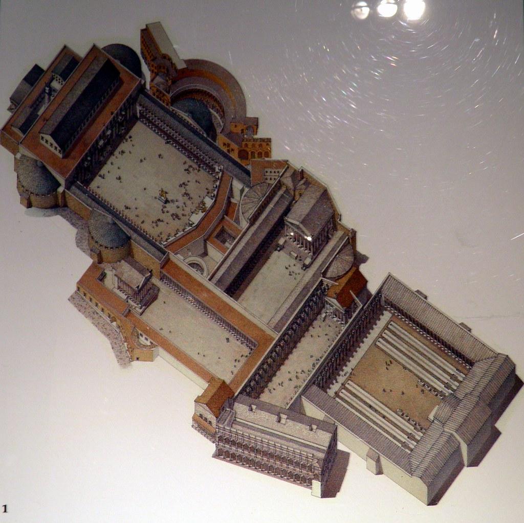 Reconstrucción de los Foros en época de Trajano, del Museo de los Foros Imperiales. Arriba y a la izquierda el Foro y los Mercados de Trajano. A la derecha, los foros de Augusto y Nerva. Abajo, el Foro de César