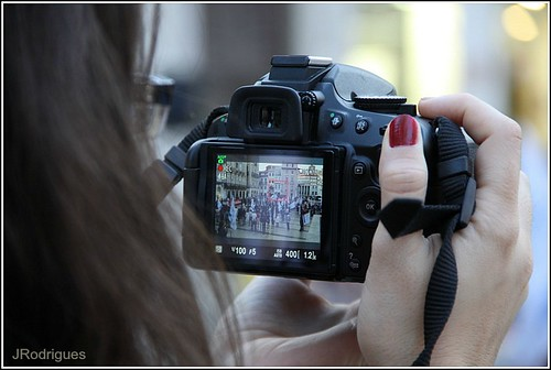 camera woman portugal canon photo europe dof hand bokeh nails coimbra 2012 img1005 liveview