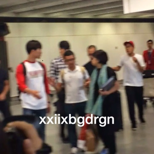 TOP-HongKongAirport-26sep2014-Fan-xxiixbgdrgn-00