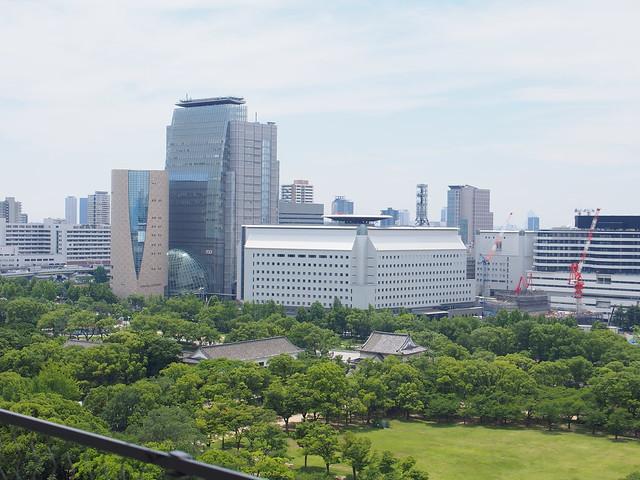 大阪城天守閣遠眺大阪歷史博物館