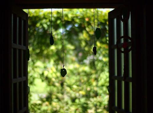 green window silhouette pen bokeh voigtlander ornament windowpane ep3 micro43 microfourthirds voigtlandernokton25mmf095 nokton25mmf095 penep3 olympuspenep3 swingcasementwindow 壬生町 栃木県わんぱく公園