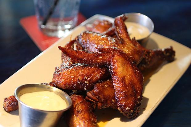 Chicken Wings a la Blu Que, Blu Que Island Grill, Siesta Key, Sarasota, FL