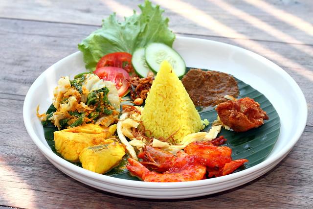 Nikoi Island: Nasi Kuning Set