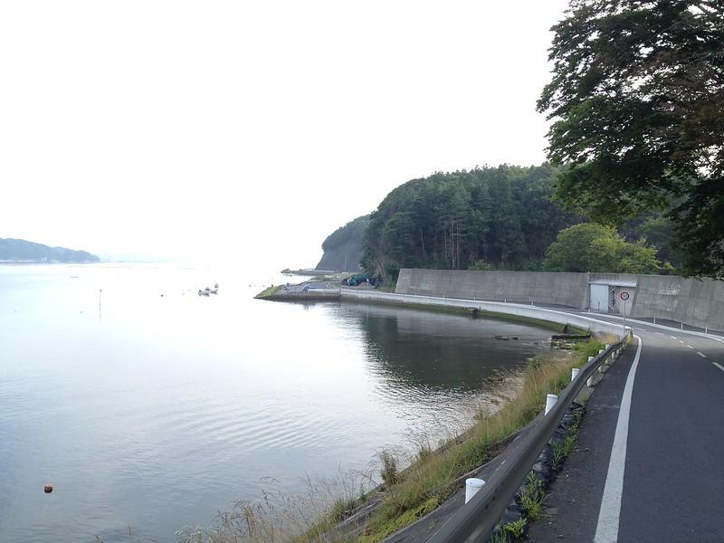 魹ヶ崎へ向かう海岸線の道