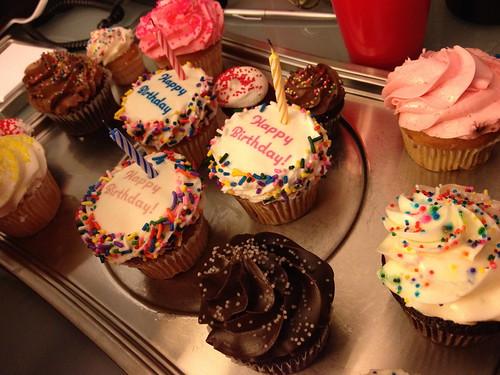 NYで流行っているというカップケーキ。お誕生日バージョン。