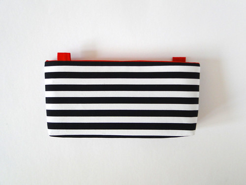 10 Striped Crossbody Clutch Tutorial by Fabric Paper Glue