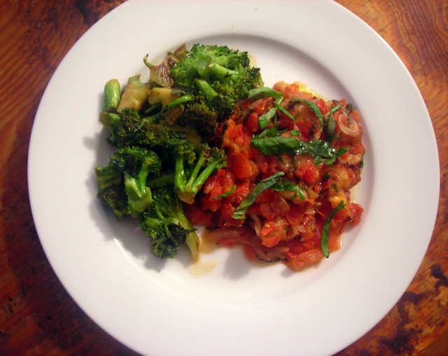Broccoli con aglio e acciughe, scalloped tomatoes
