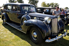 rolls-royce phantom iii(0.0), touring car(0.0), automobile(1.0), packard super eight(1.0), packard 120(1.0), vehicle(1.0), antique car(1.0), vintage car(1.0), land vehicle(1.0), luxury vehicle(1.0), motor vehicle(1.0),