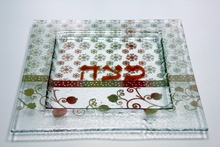image-matzah-plate-habayit-shel-susan