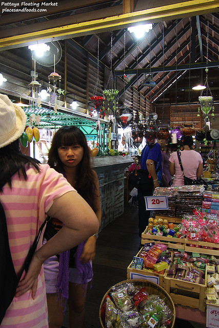 pattaya floating market shopping