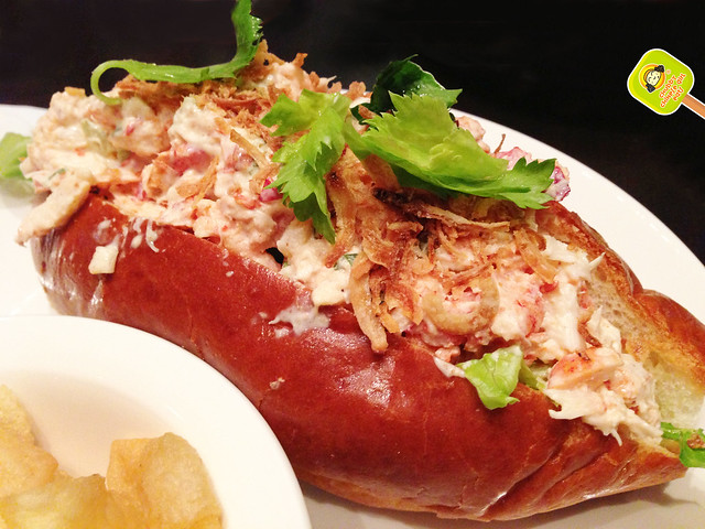 American Table Cafe and Bar - lobster roll