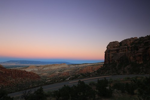 colorado coloradonationalmonument grandjunction usa landscape rocks mountain evening dusk sundown sunset bluehour road sky