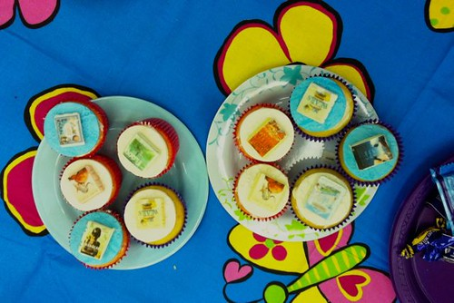 Book cover cupcakes