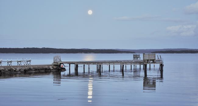 fullmåne över fjorden