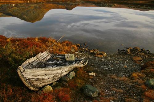 mountain mountains reflection norway sunrise mirror boat norge noorwegen valdresflya klaracolor