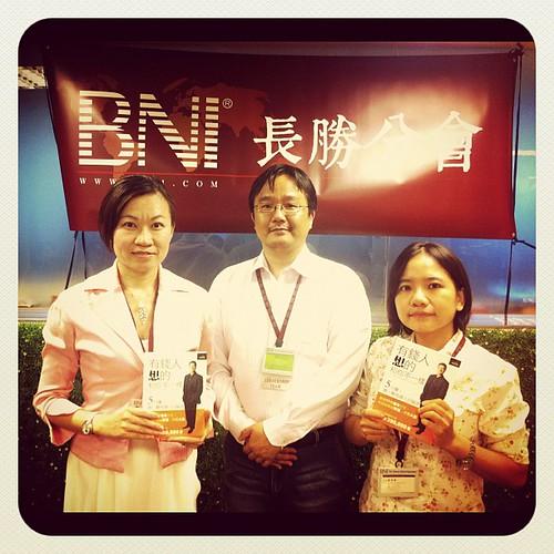BNI長勝分會:八分鐘分享後得獎者,龍巖李嘉菊、會計師鄭雅儷 by bangdoll@flickr