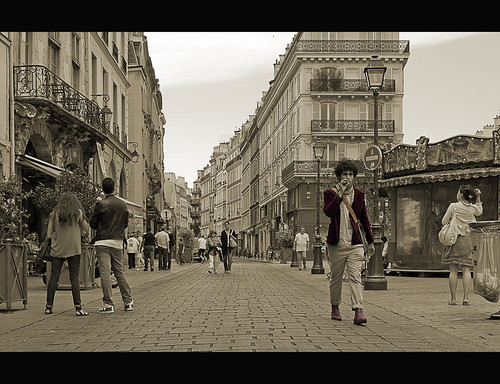 Walking Along Rue Saint-Antoine