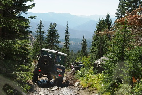 city mountain mountains green rock jeep offroad boulder basin idaho toyota wilderness landcruiser crawl crawling 1979 jeepin sawtooth jeeping boulderbasin