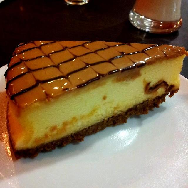 Dulce De Leche Cheesecake