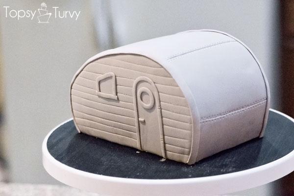white-trash-carved-fondant-trailer-cake-