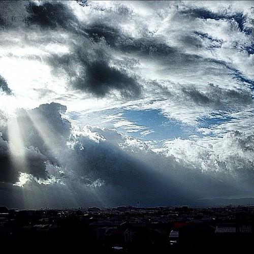 amazing shine#sunshine #cloud #morning #sky #beautiful #nature #amazing #light #instagood #photooftheday #picoftheday #instadaily #bestoftheday #igdaily #webstagram#igdaily#iskyhub#skyscape#cloudscape#landscape#空#雲#日光