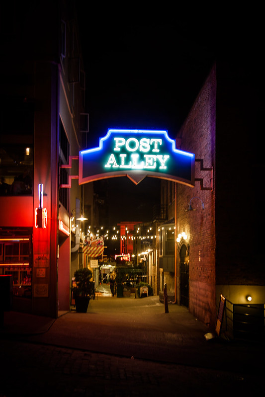 Post Alley [EOS 5DMK2 | EF 24-105L@40mm | 1/5s | f/4 | ISO200]