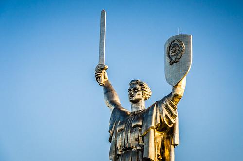 Ein Kiewer Wahrzeichen: die Monumentalstatue Mutter Heimat