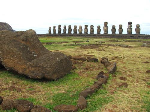 Moai boca arriba en Ahu Tongariki