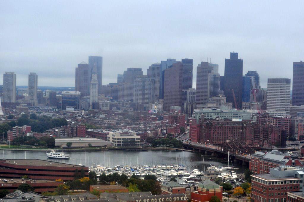 Un gran final, tras los 4 kilómetros recorriendo la historia de los Estados Unidos y subir los 300 escalones en espiral del Obelisco del Bunker Hill, ... se tiene éste fantástico final, ... las mejores vistas de la ciudad de Boston