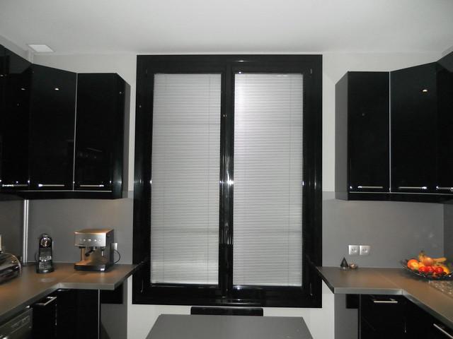 pvc noir fen tre pvc laqu noir int rieur blanc. Black Bedroom Furniture Sets. Home Design Ideas
