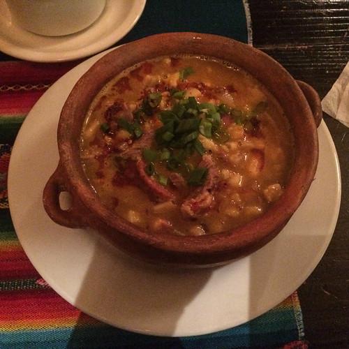 Humahuaca: un locro, une spécialité argentine qui consiste en une soupe de haricots, de maïs blanc, de viande de porc et d'une rondelle de chorizo. Pas terrible...
